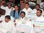 Thumb_cong-telangana-mps-hint-at-quitting-over-statehood-issue