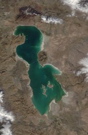 Thumb_lake_urmia1